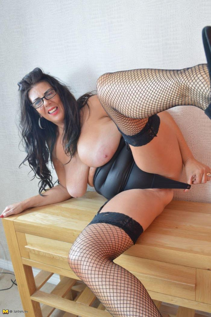 Lulu (EU) (49) - British mature woman playing with herself [FullHD 1080p] Mature.eu