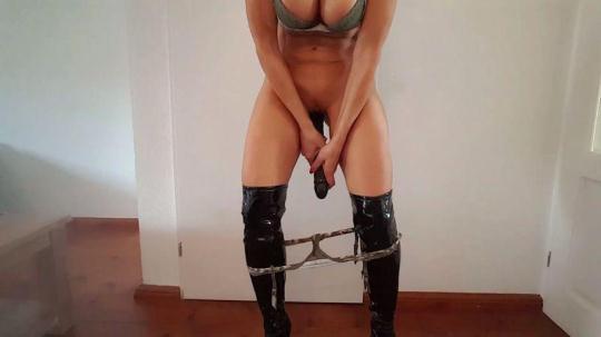 Dutch Mom Milf Lisa mastrubation - Part 7 - Squirt with Big Black Dildo (HD/720p/27.7 MB) 24.11.2016