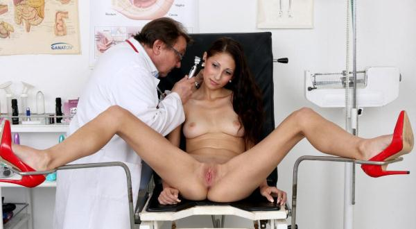 ExclusiveClub - Maria 2 - 25 years girls gyno exam [HD, 720p]