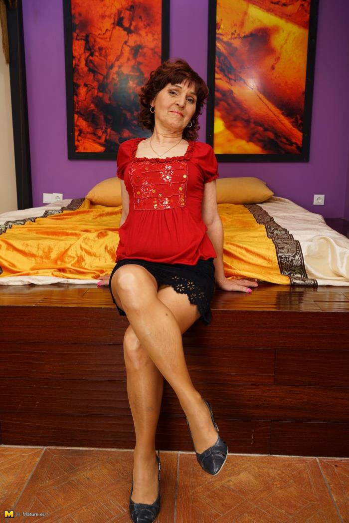 (Mature.eu) Sabreena (59) - Naughty lady playing in bed (FullHD/1080p/539 MB/2016)