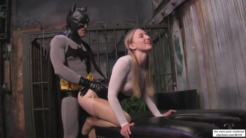 Sweetfemdom.com: Batman Confronts Super Riley [HD] (697 MB)