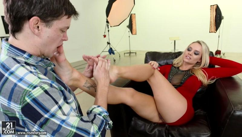 FootsieB4b3s.com: Alexis Monroe, Alex D - Her Featured Assets [SD] (343 MB)