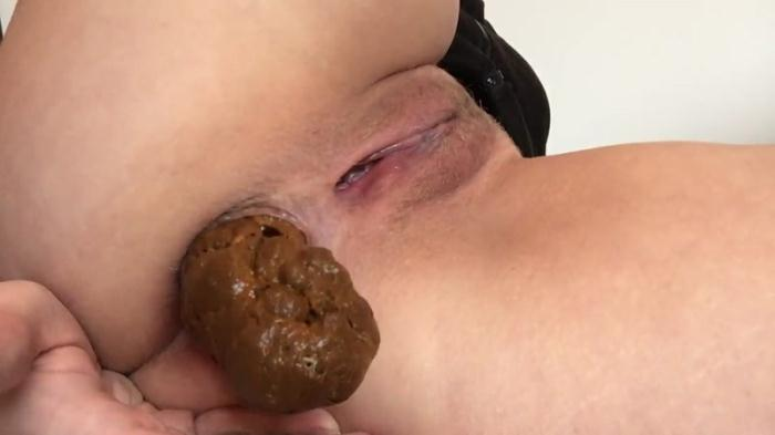 In the hand with sausage (Scat Porn) FullHD 1080p
