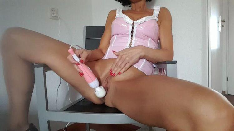 Dutch Mom Milf Lisa mastrubation - Part 3 - Pink / 24 Nov 2016 [HD]