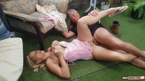 HausfrauFicken.com / P0rnD03Pr3m1um.com [Mia Bitch - Older guy fucks a blonde and busty German newbie cheating on her husband] SD, 480p