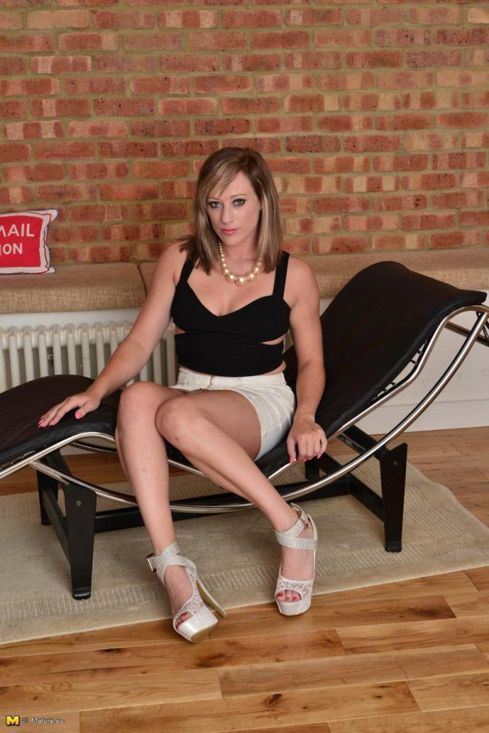 (Mature.eu) Axa Jay (EU) (31) - British MILF playing with herself (FullHD/1080p/1.15 GB/2016)