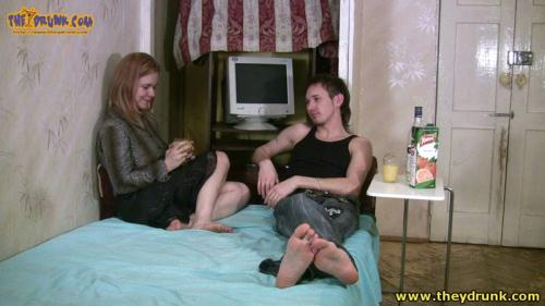 Russian girl with a man drunk, undressed, vomit in the toilet [HD, 720p] - Drunken