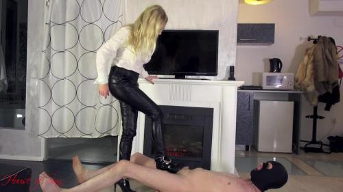 House Of Sinn [High heels trampling by Mistress Lilse von Hitte] HD, 720p