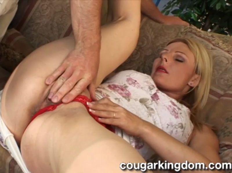CougarKingdom.com: Isadora - Mature Housewife Anal [SD] (351 MB)