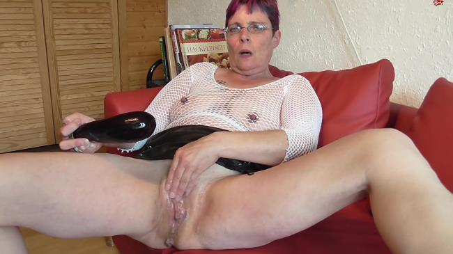 German mature self fisted and eggplant in wet pussy (FullHD/2016)