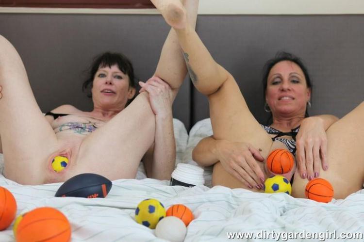 SexySasha & Dirtygardengirl prolapse balls fun / 28 Nov 2016 [DirtyGardenGirl / HD]