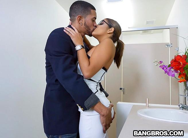 B4ngBr0sClips.com: Mia Martinez office fuck and a bit of squirting [SD] (394 MB)