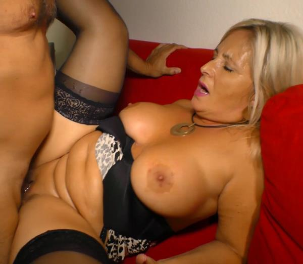 Kiki R. - Blonde German BBW Gets Big Tits Covered in Cum After Mature Amateur Sex (2016/SD)