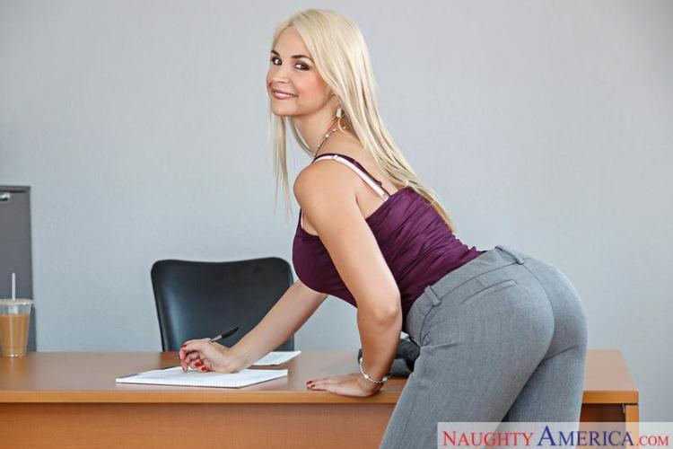 Hot Blonde Teen Sarah Vandella / 01.11.2016 [NaughtyAmerica / SD]