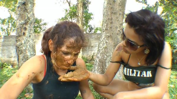 Lesbian Scat Military Girls (FullHD 1080p)