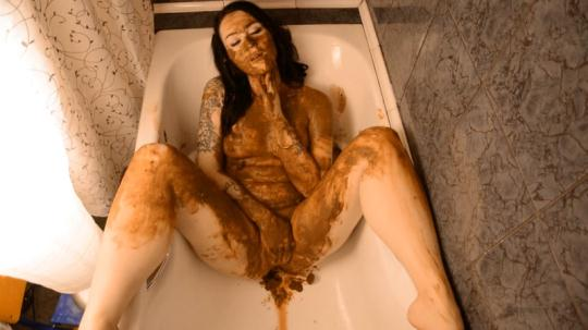 Scat Porn: Warm UP before I wash UP (FullHD/1080p/982 MB) 14.11.2016