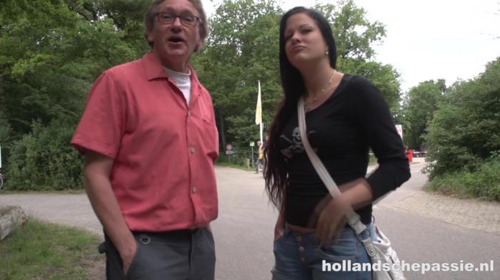 Amateur - Ouwe Jos Doet Het In De Duinen Met Een Jonge Brunette [HollandschePassie.nl | 720p]