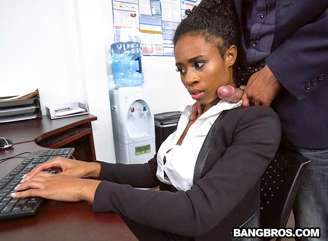Br0wnBunn13s.com: Ivy Young learns how to get ahead in the office [SD] (457 MB)