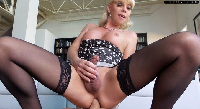 Mature blonde Joanna Jet wants your cock! / 26 apr 2016 [TSpov / HD]