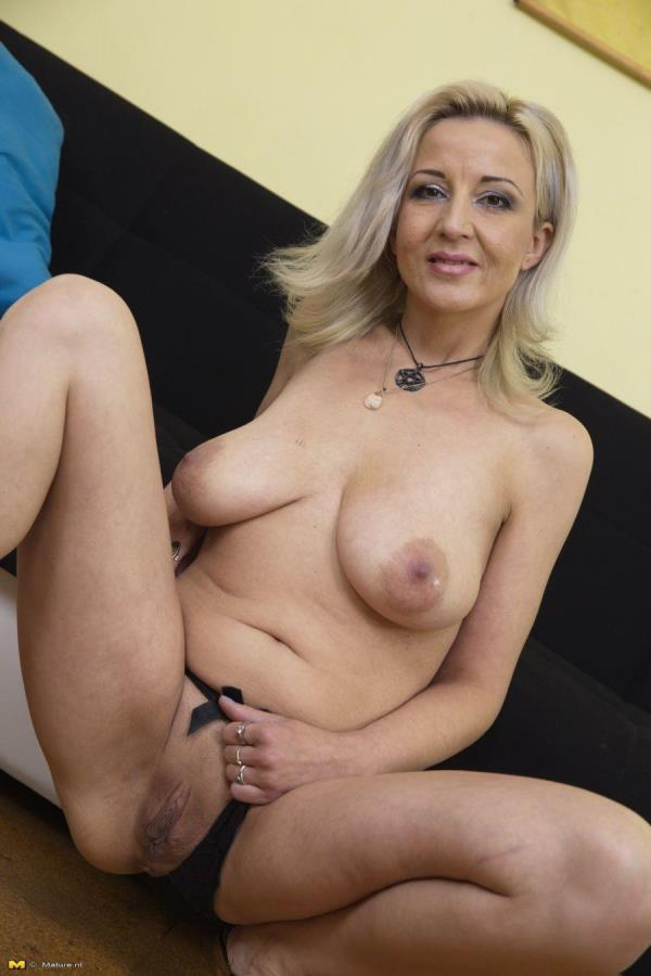 Brenda B. (39) Mature lady masturbating [Mature.nl 1080p]