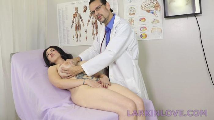 Larkin Loves Fetish Theater: Larkin Love - Shy Stepmom Spread And Examined In Front Of Son [HD 415 MB]