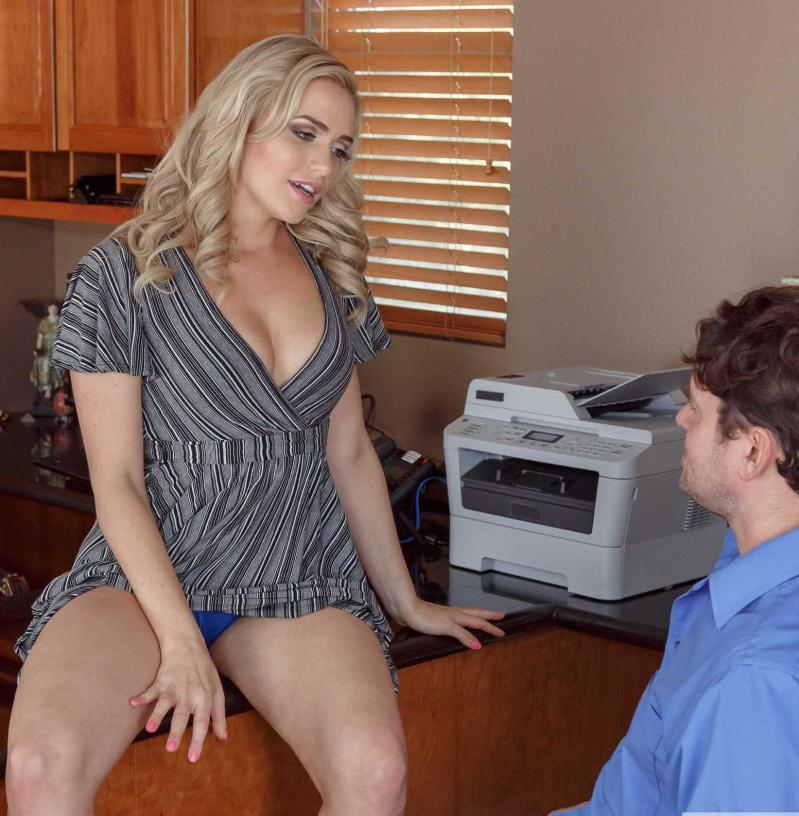 NaughtyOffice/Naughtyamerica: Mia Malkova - Naughty Office  [HD 720p] (1.31 GiB)