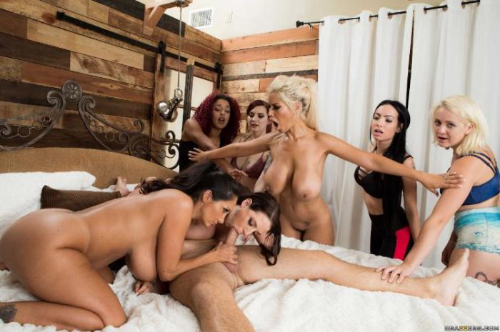 BrazzersExxtra: Angela White, Ava Addams, Bridgette B - Chasing That Big D [SD 855 MB]