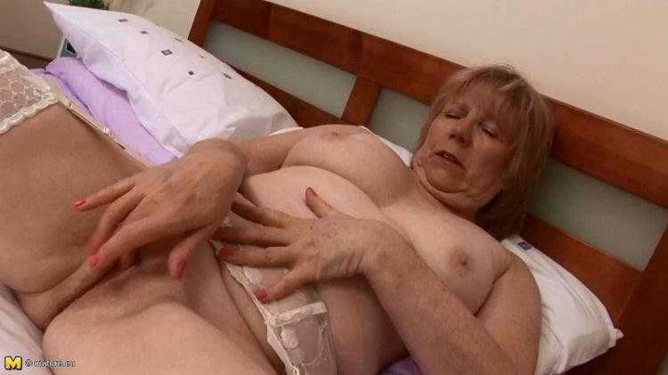 Horny British Mature Redhead April W Masturbating / 06 Nov 2016 [Mature.nl / HD]