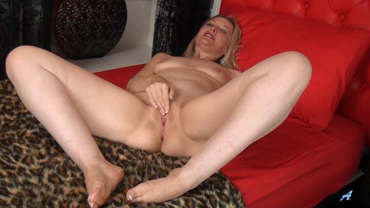 Emma (42) - Mature Masturbation Old Pussy / 06 Nov 2016 [Anilos / HD]