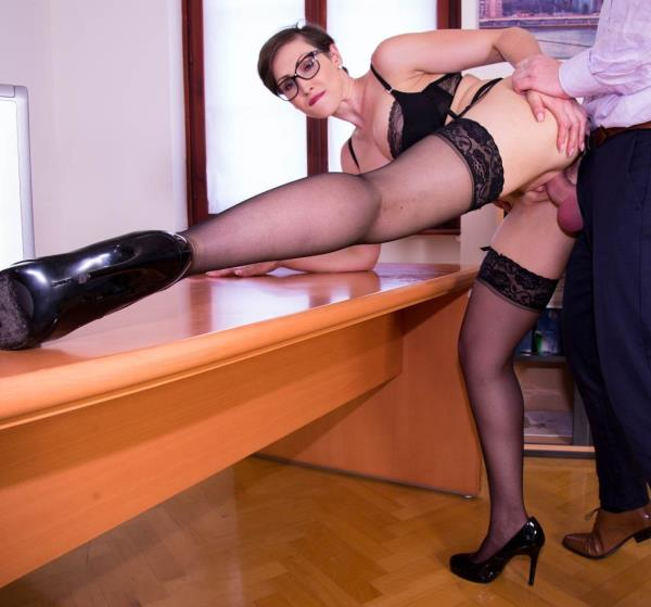 MILF and Secretary Gets Cum on Her Glasses: Yasmin Scott - Private 1080p