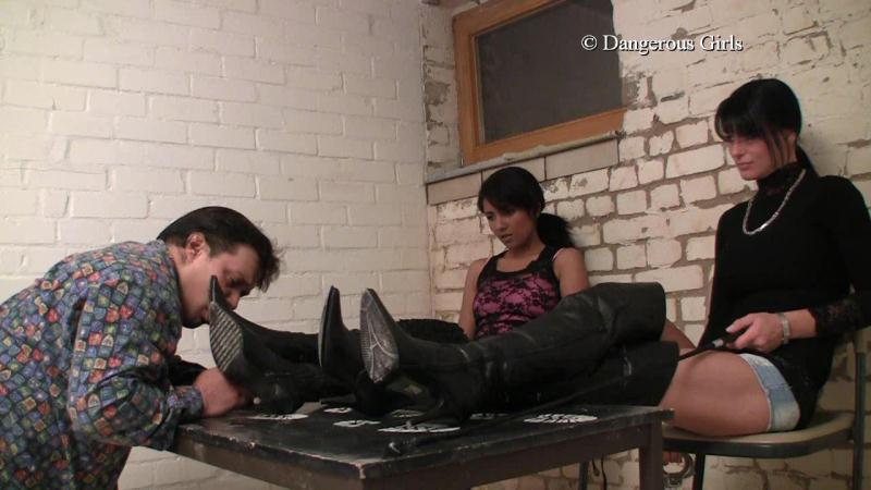 Dangerous-girls: Lady Shayla and Lady Chantal - Sklavenkerker [HD] (240 MB)