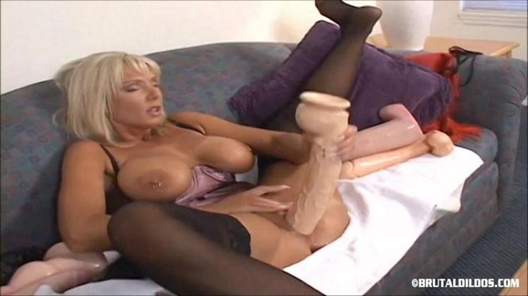 NAUGHTY ALYSHA - VERY BIG DILDO IN PUSSY! / 24.11.2016 [BrutalDildos / FullHD]