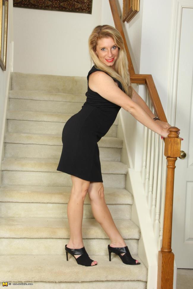 USA-mature: Felicia K. (30) - American MILF fingering herself (FullHD/2016)