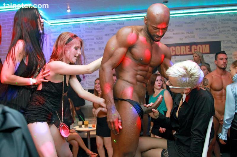 P4rtyH4rdc0r3.com: Party Hardcore Gone Crazy Vol. 31 Part 3 [SD] (383 MB)