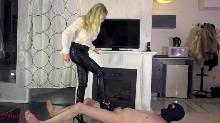 Clips4sale, HouseOfSinn: High heels trampling by Mistress Lilse von Hitte (HD/720p/605 MB) 02.11.2016