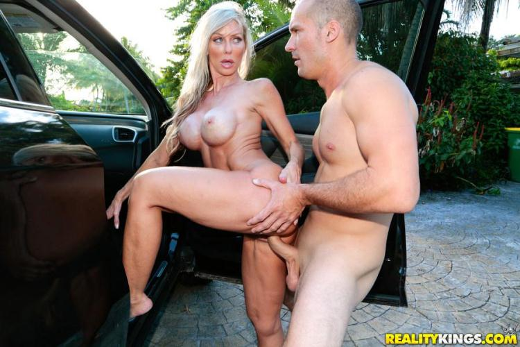 Tylo Duran - Titted Milf / 28 Nov 2016 [MilfHunter, RealityKings / SD]