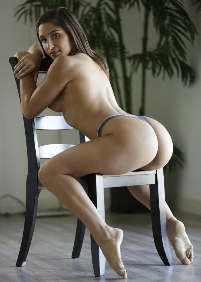 Abella Danger - Abella Fits The Perfect Wife Role  [HD 720p]