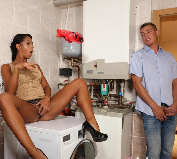 MomXXX: Isabella Chrystin - Hot black babe caught masturbating  [HD 720p]  (MILF)