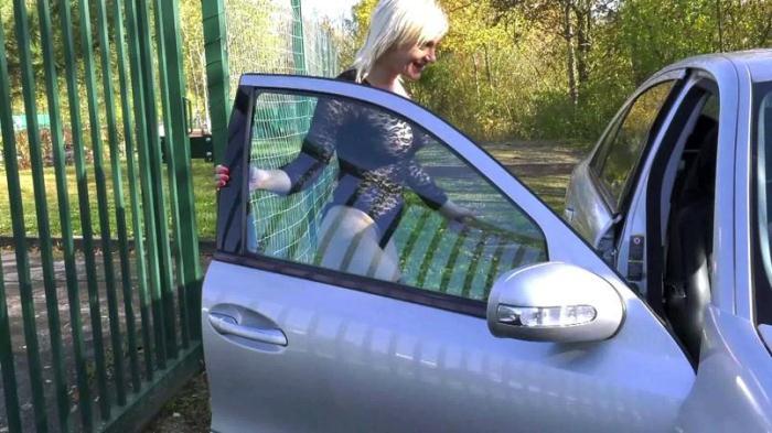 Indecentes-Voisines: Caroline - Parkings libertins! [FullHD 1.77 GB]