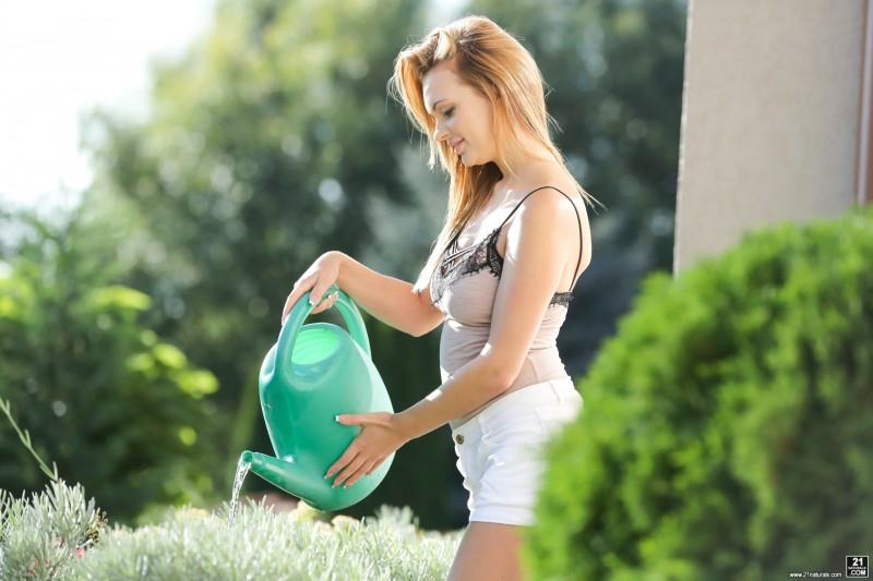 213r0t1c4n4l.com: Emily Thorne, Max Fonda - Soak My Ass [SD] (272 MB)