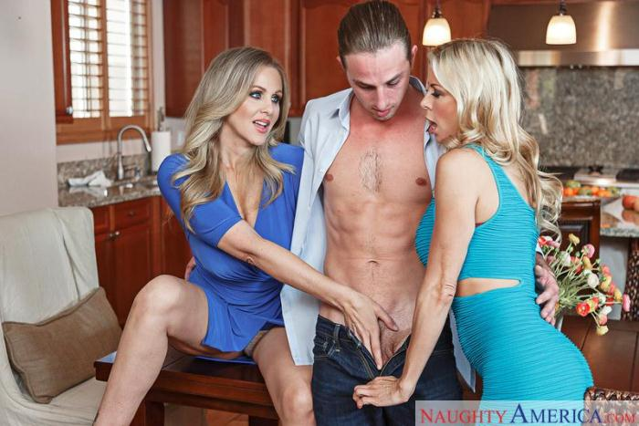 Alexis Fawx, Julia Ann - Ass smacking [SD/360p/220 MB]