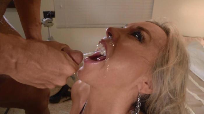 Wifeysworld.com - Sandra Otterson - Wifey's swallow challenge! (Mature) [SD, 540p]