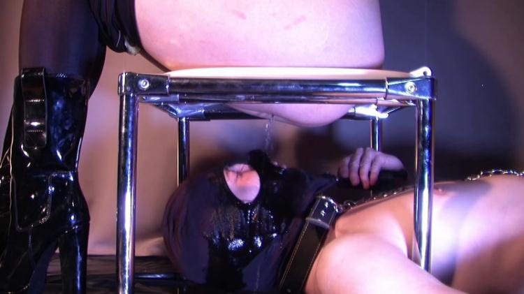 Jenny humiliated and pissed on her slave - Femdom Scat / 17 Nov 2016 [Scat Fboom / FullHD]