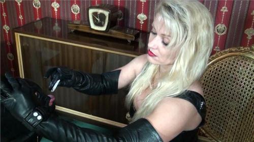 Herrin Cynthia - Foot slave [HD, 720p] - Femdom