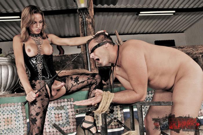 TrannyPack: Dany de Castro - Bossy Tranny Mistress Dany de Castro [HD 720p]