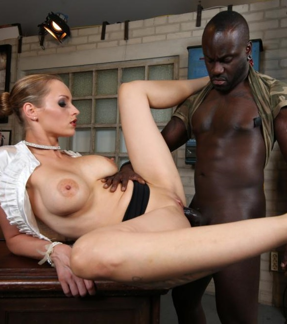 BumsBuero/PornDoePremium - Anike Ekina - Hot blonde German MILF boss fucks hiree in steamy interracial office sex [SD 480p]