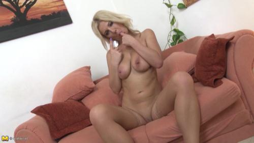 Mature.nl [Lucy Angel - Naughty Housewife Playing With Herself] HD, 720p
