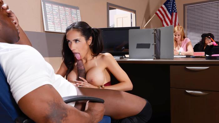 BigTitsAtSchool/Brazzers: Tia Cyrus - My Phys Ed Teacher Fucked My Tits  [SD 480p]  (Big Tit)
