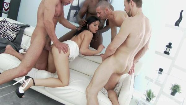 Lucia Denvile made her boyfriend watch how she fucks with 4 guys SZ1478 [SD 480p]