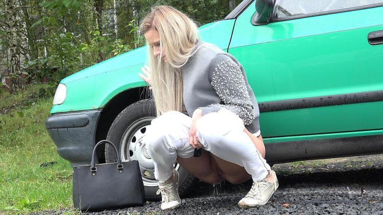 Pissing near Green car / 09 Dec 2016 [G2P / FullHD]